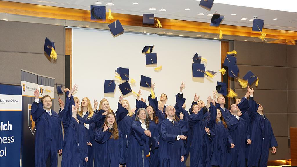MBS-graduation17-1
